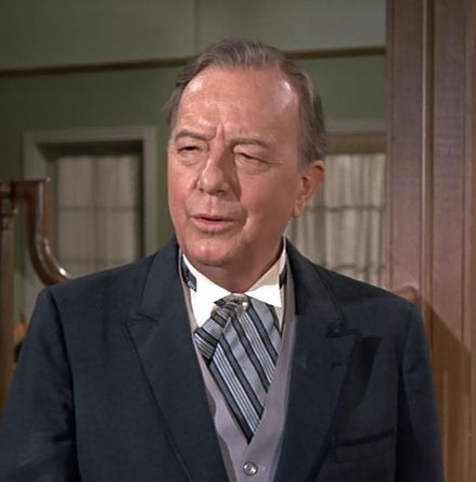 Maurice Evans was portrayed  by Samantha's father on Bewitched.