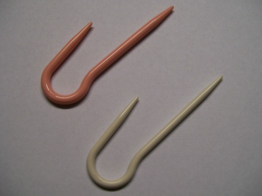Two sizes of the U-Shaped Cable Needles
