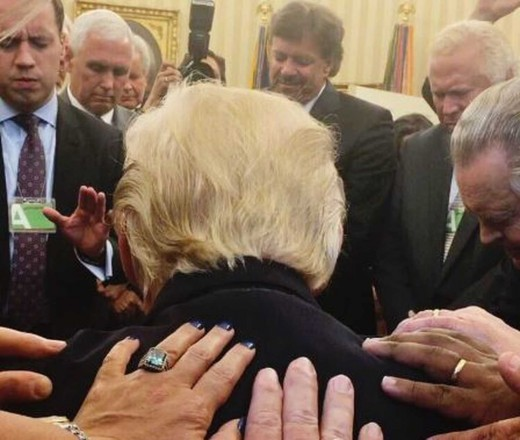 President Trump Bows His Head, Jesus Christ is Lord and President Trump is One of His!!