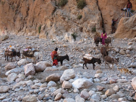 Berber women, Todra Gorge