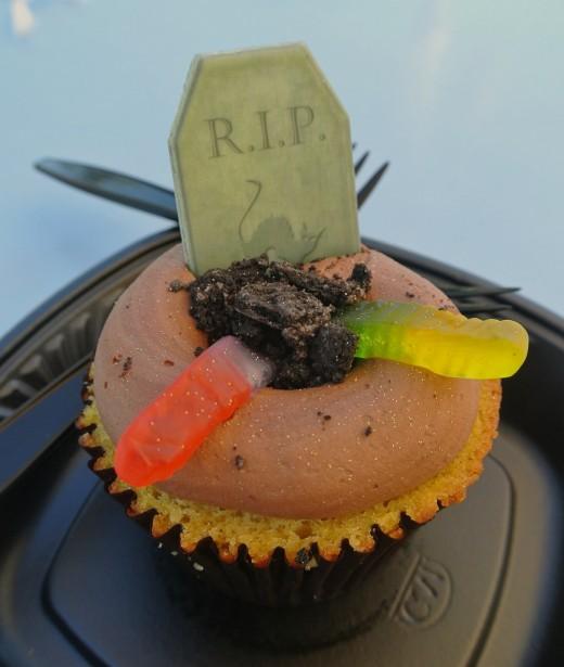 Gravestone RIP Zombie Themed Cupcakes