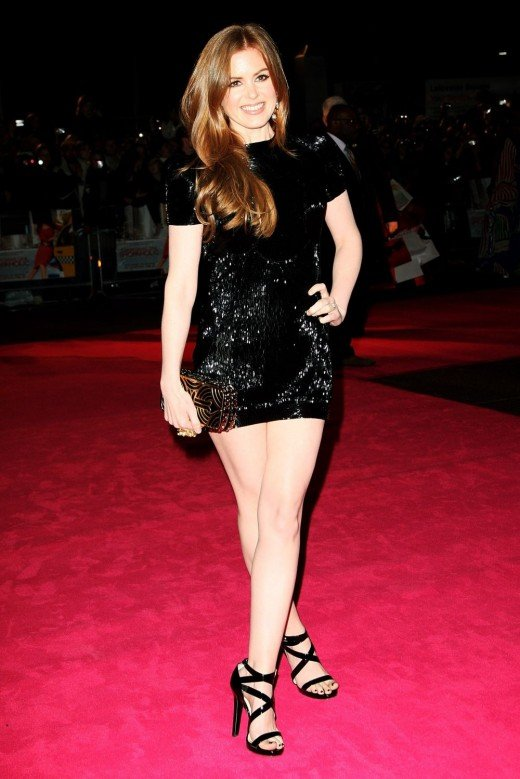 Isla Fisher is a lovely actress. She has gorgeous slim body that is perfect for short dresses like the one she is wearing on the red carpet