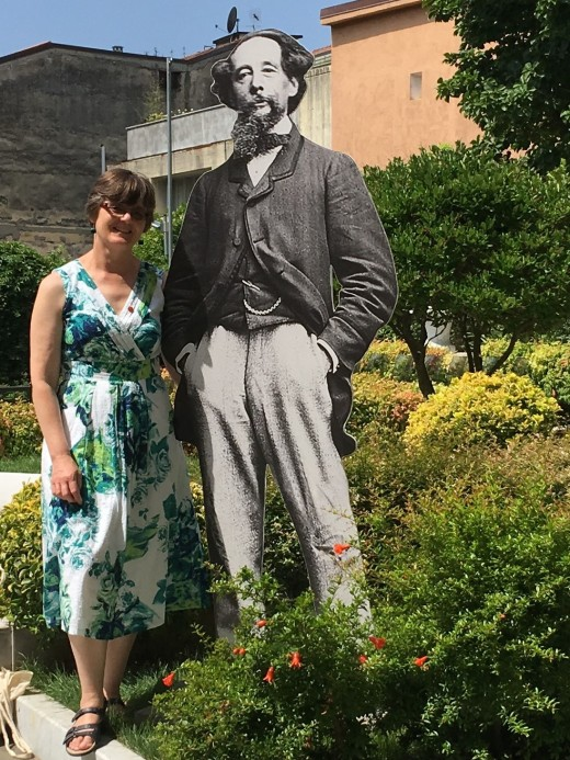 Meeting the larger-than-life Dickens in a Carrara garden!
