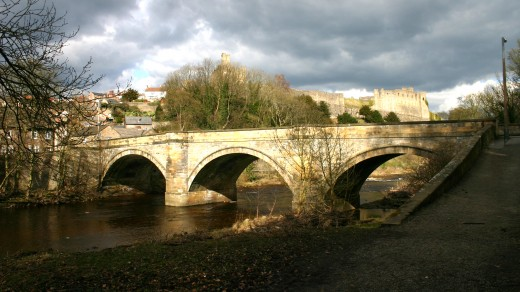 The old bridge at Richmond at the foot of the steep, cobbled hill that leads into the oolder part of town. To the left is the road up to Hudswell, Hipswell and the back of Catterick Garrison .