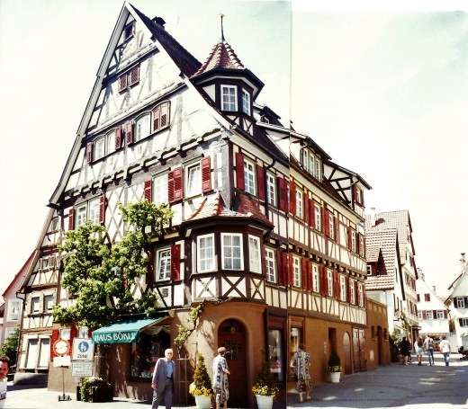2 photos pieced together showing cross or half timbered houses in Herrenberg