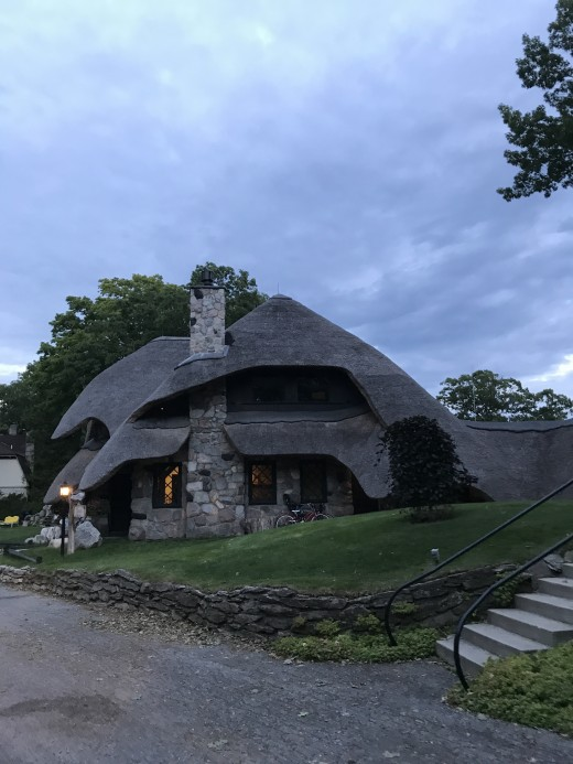 The Thatch house - walking distance from Charlevoix Light