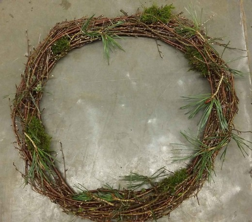 Option number 1: A natural and simple door wreath.