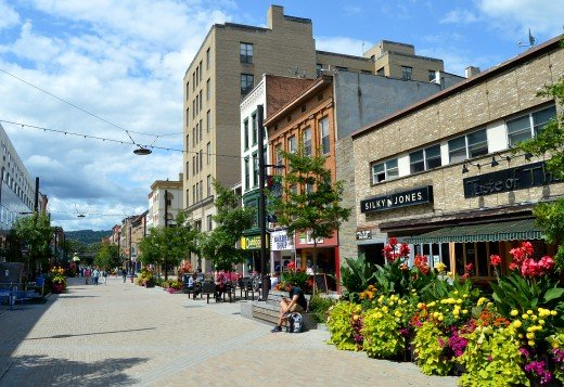 The Ithaca Commons is a four-block pedestrian mall with more than 100 shops and restaurants. Outdoor dining is common.