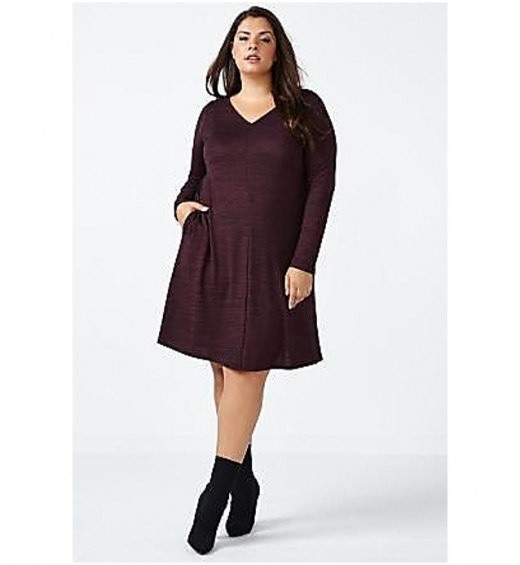 long sleeved v-neck dress with a swing silhouette creates an effortless and flattering shape, made with a soft and stretchy fabric in a two-toned palette