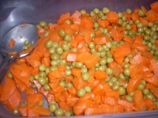 green peas and carrots to be used to prepare the potato salad