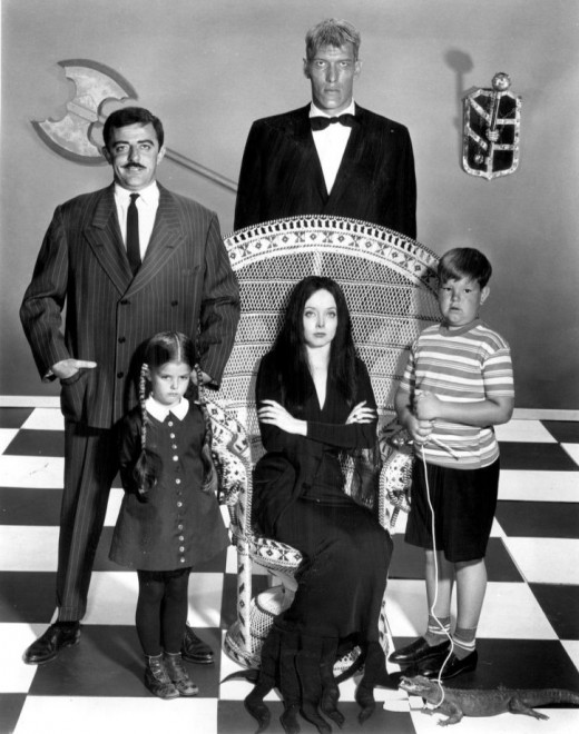 Gomez (John Astin), Lurch (Ted Cassidy), Wednesday (Lisa Loring), Morticia (Carolyn Jones), and Pugsley (Ken Weatherwax).