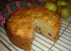 Deliciously Moist Apple and Sultana Cake Recipe