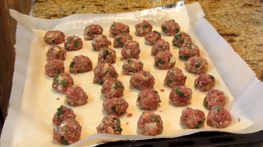 Prepare around 15 to 20 balls and then place them on the baking tray.