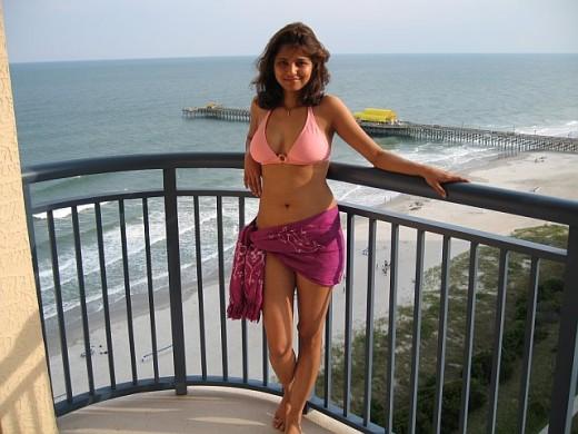 desi bhabhi bikini swimwear
