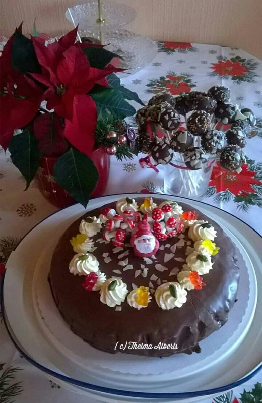 My self baked Christmas cake and cake pops made a few years ago.