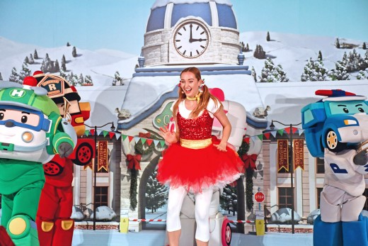 Co-promoting with a toy range means unique performances through the festive season. Here's Poli dancing with friends.