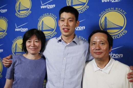 Jeremy Lin poses with his parents.