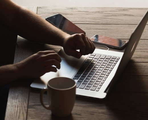 Online writers can choose anywhere with a reliable internet connection as their workplace.