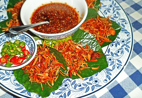 Mieng Khum - another amazing appetizer that may make you hot and sweaty!