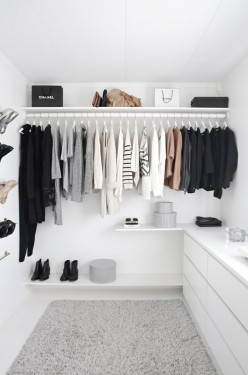 The Minimalist Way to Declutter Your Closet