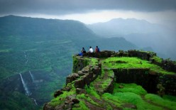 5 Popular Monsoon Destinations in India