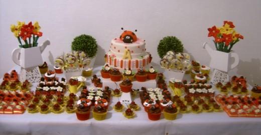 Ladybug party treats by the fabulous Ana Fuji via Flickr