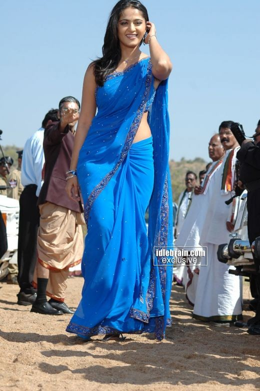 No one looks hotter in a saree than Anushka Shetty