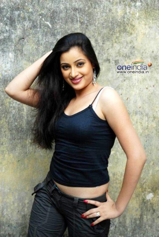 Navneet Kaur strikes an erotic pose