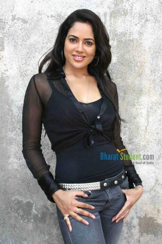 The luscious Sameera Reddy...dusky beauty