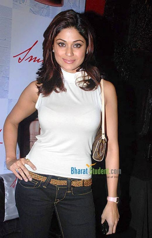 Shamita Shetty looks sensual is tight jeans and a top