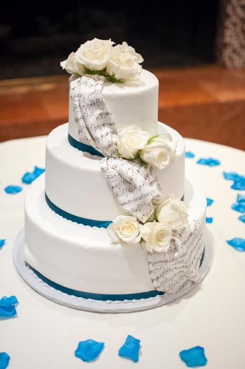 Three tier weddng cake