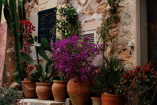Large Outdoor Urns And Decorative Planters Hubpages