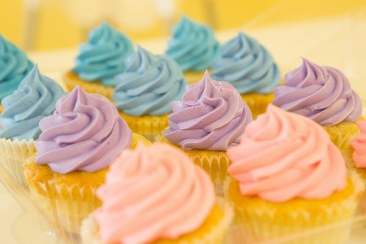 Use cupcakes in the colors of your wedding theme as an alternative to a large cake. They can be beautiful edible decor
