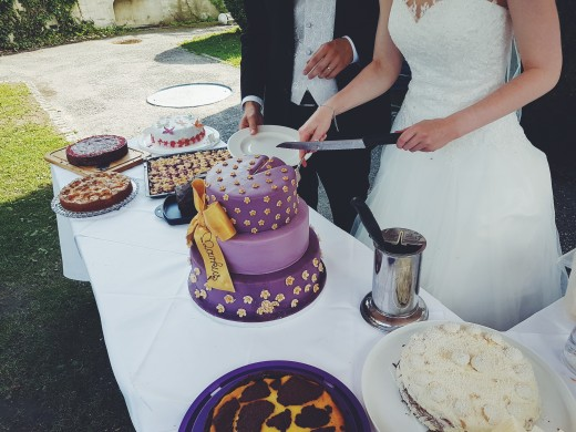Your wedding cake cann be the central part of a dessert table