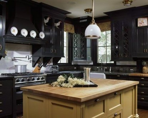 Dark cabinetry gives this kitchen a traditional yet modern feel.
