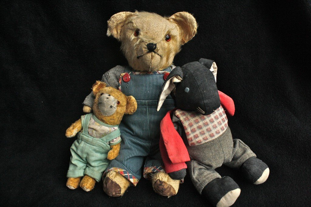 0dc10d404b How to Find out How Old an Antique Teddy Bear Is