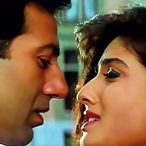 A very popular song in Raga Bhupali, featuring Sunny Deol & Ravina Tondon.