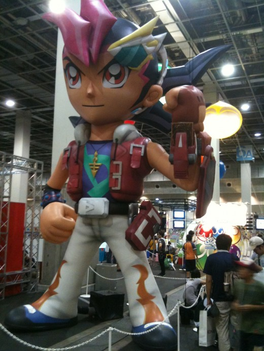 """Yugi Mutou from """"Yu-Gi-Oh"""" takes a day off from adventure to tower lifelessly over us at V Jump Festa"""