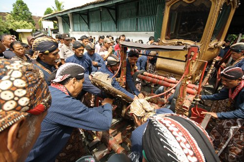 Upacara Siraman Pusaka, or literally the Heirloom Washing Ceremony, is another tradition in Yogyakarta that revolves strongly around mystical beliefs.