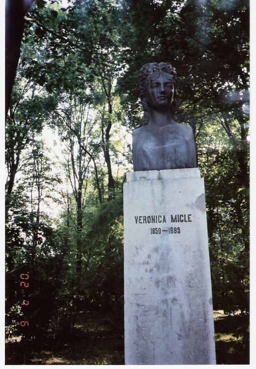 Statue of Veronica Micle, Iaşi, Romania