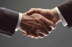 How to Give a Good Handshake and Flaws to Avoid