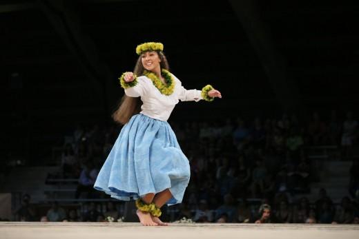 Juleyn Machiko Kaloke Kaluna, 2nd Place in 2017 Miss Aloha Hula competition, Hula Hālau 'O Kamuela, Nā Kumu Hula Kunewa Mook & Kau'ionālani Kamana'o