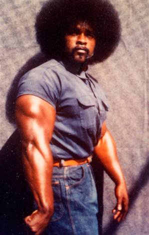 A younger Williams displays his physique.  Note he is still wearing blue despite the official colors of the gang he founded.