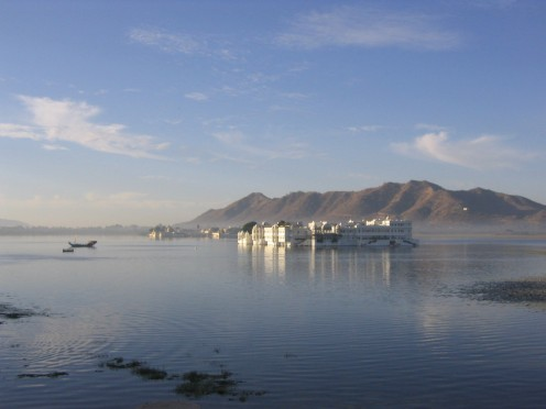 Mesmerizing view of Lake Pichhola in morning