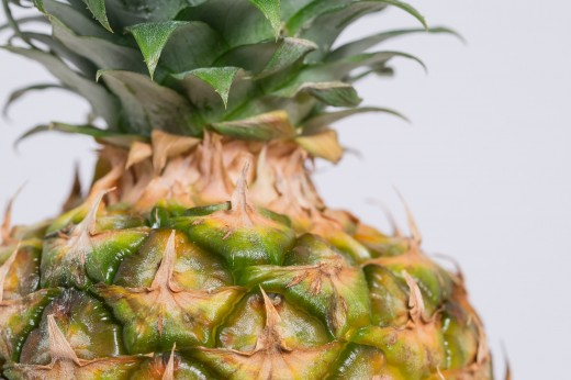 The stalk of the pineapple should come of easily with a firm twist.