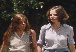 Joanna (Katherine Ross) & Bobbie (Paula Prentiss)