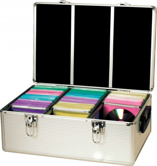 CD storage cases can carry hundreds of CDs when you travel