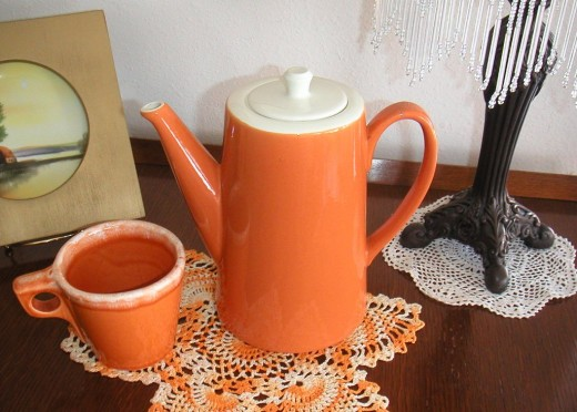 Hull Tangerine mug in mirror foam finish with matching unmarked caraffe.