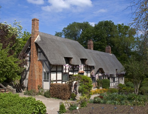 Anne Hathaways' Cottage at Shottery. Anne Hathaway's family home was still occupied by the Hathaway family in1892 , when it was acquired by the Shakespeare Birthplace Trust. The cottage is on the route of hop on hop off tour bus.