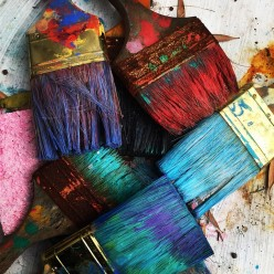 Clean Your Paint Brushes With Some Simple Tools